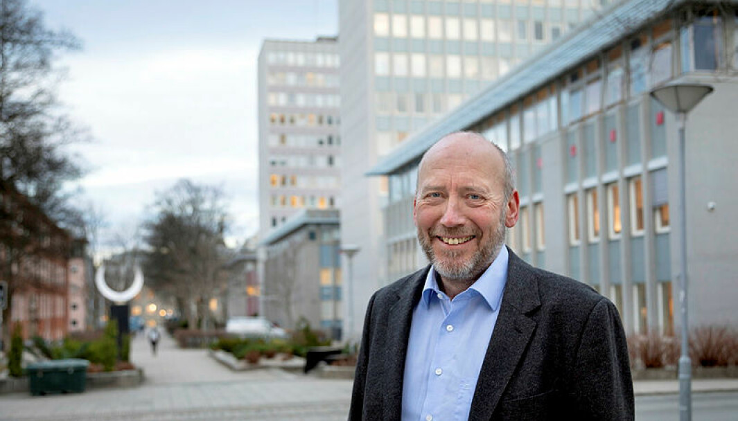 Tor Grande, prorektor for forskning ved NTNU, sier man må ha en balansegang mellom norsk og engelsk i arbeidshverdagen. – Men engelsk må ikke ta over fullstendig, sier Grande.