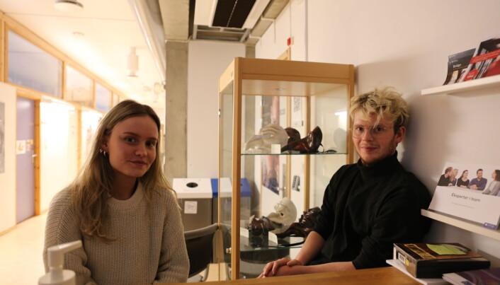 Camilla Dahlø og Ola Ryen Tøndel mener en bærekraftig produksjon må involvere det som skjer bak scenen så vel som det på.