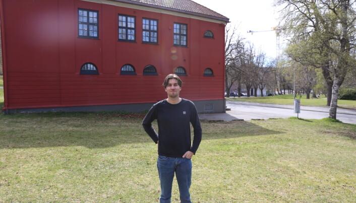 Høiskoleparken og andre grøntarealer i Trondheim blir en slags felles utendørs storstue for mange studenter under fadderuka.