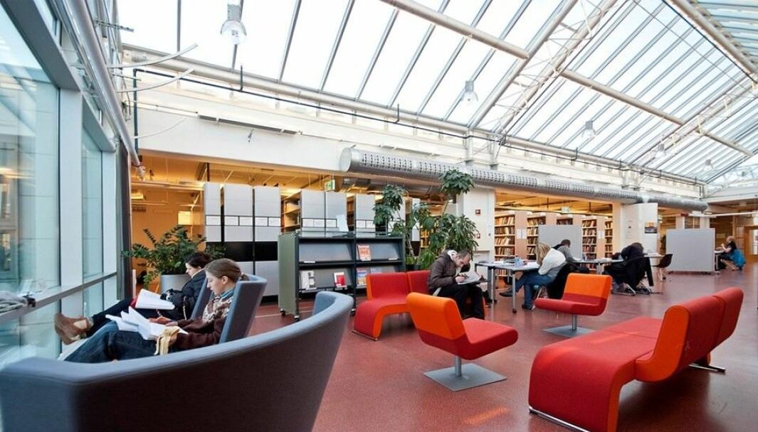 Friske farger i avslappende omgivelser på biblioteket på Dragvoll: Ett av NTNUs 15 campusbibliotek. Arkivbilde.