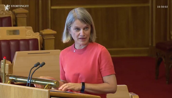 Nina Sandberg (Ap) mener regjeringen ikke gjør nok med tanke på midlertidighet i sektoren.