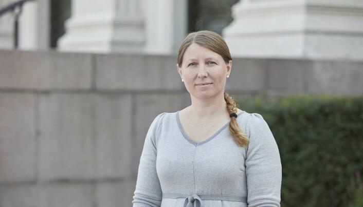 Forskerforbundets leder, Guro Elisabeth Lind sier ansatte i UH-sektorens arbeidsliv er preget av noen timers gratisarbeid uke ut og uke inn i år etter år.