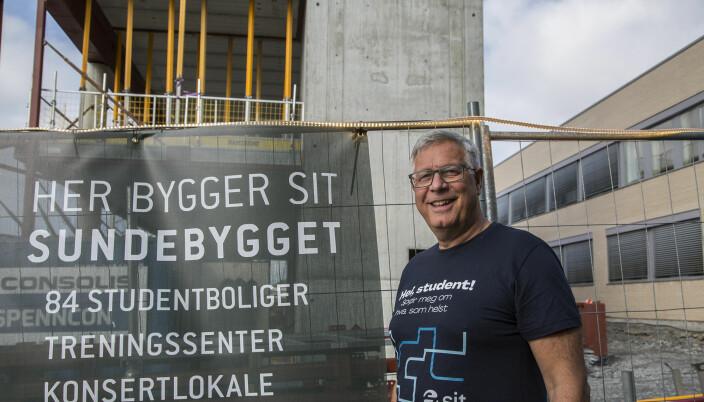 Rolf Viddal håper Sundebygget vil bli så attraktivt at det drar studenter til Ålesund.