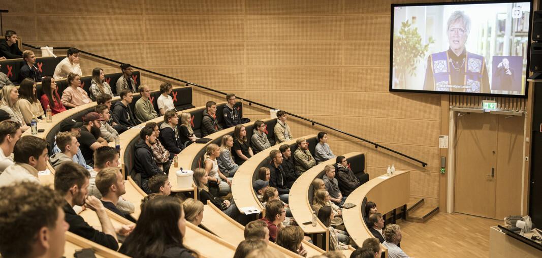 Viserektor Annik Magerholm Fet taler til lydhøre studenter.