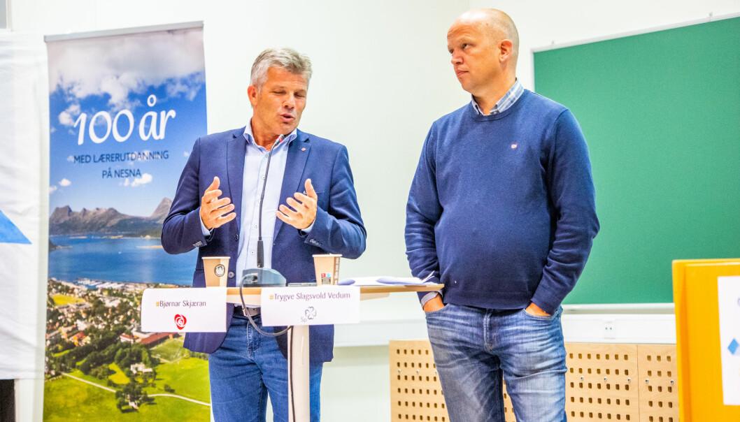 Arbeiderpartiiets Bjørnar Skjæran (t.v.) og Senterpartiets Trygve Slagsvold Vedum lovte torsdag at deres partier ville stemme for en høyskole på Nesna.