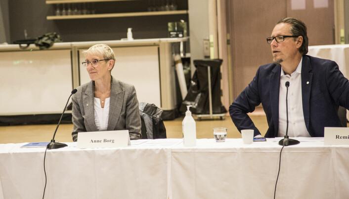 Lyttende på sitt første styremøte i august: Remi Eriksen med rektor Anne Borg ved sin side.