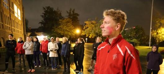 Her strides studentene på Gløshaugen ved midnatt