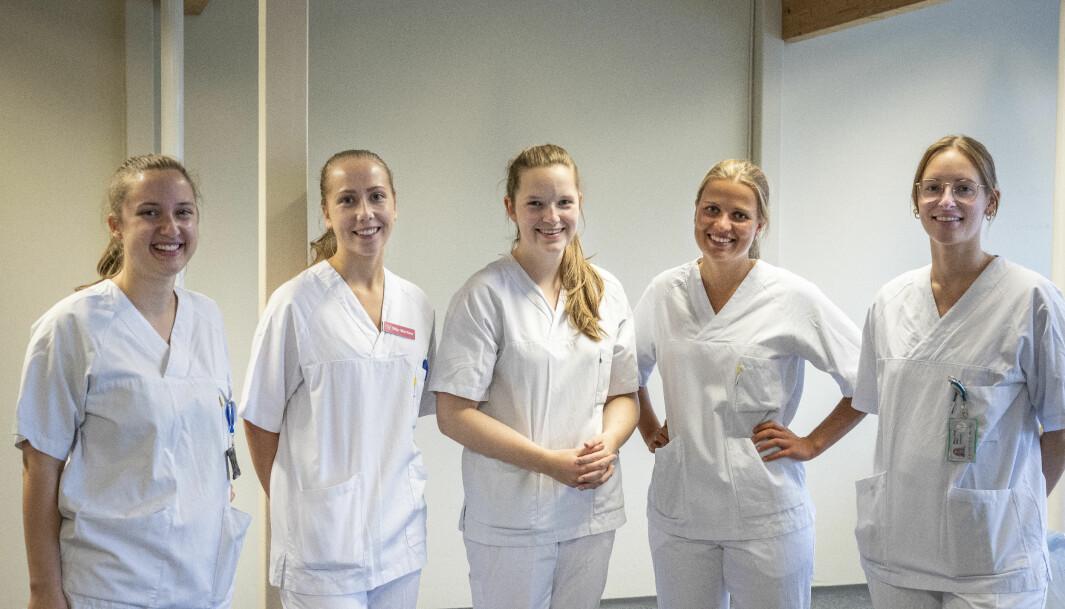 Klar for en dugnadsinnsats: Hedda Savosnick, Silje Martine Svenes, Rannveig Vangen Bakklund, Kristin Østberg Moan og Mia Leirtrø Garli.