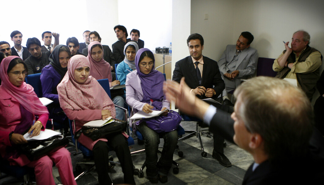 Det var den gang: Kvinnelige studenter ved universitett i Kabul i møte med daværende utenriksminister Jonas Gahr Støre. Kommende semester er kvinner glad dersom de i det hele tatt får tilgang til campus.