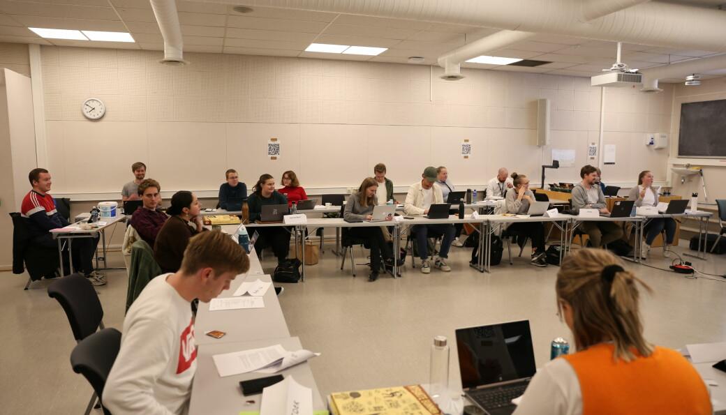 Studenttinget hadde møte på K5 på Gløshaugen da de besluttet å gi pantepengene til Founders Pledge Climate Fund.
