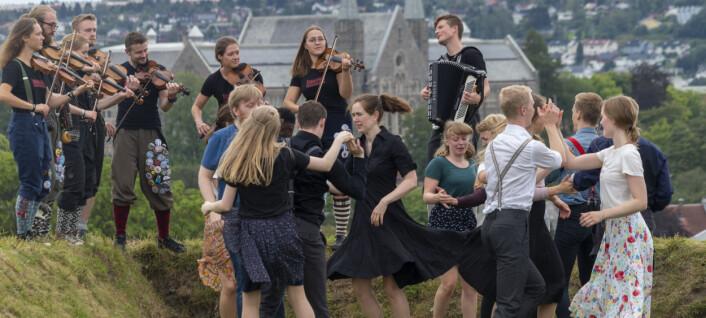 Markerer 30 år med danseglede