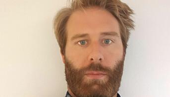 Arild Sørum Hjelle sier at oppgavene som skulle ha vært publisert siden systemet ble skrudd av nå vil komme.