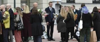 Nybakt statsråd møtt med gratulasjoner på Slottsplassen